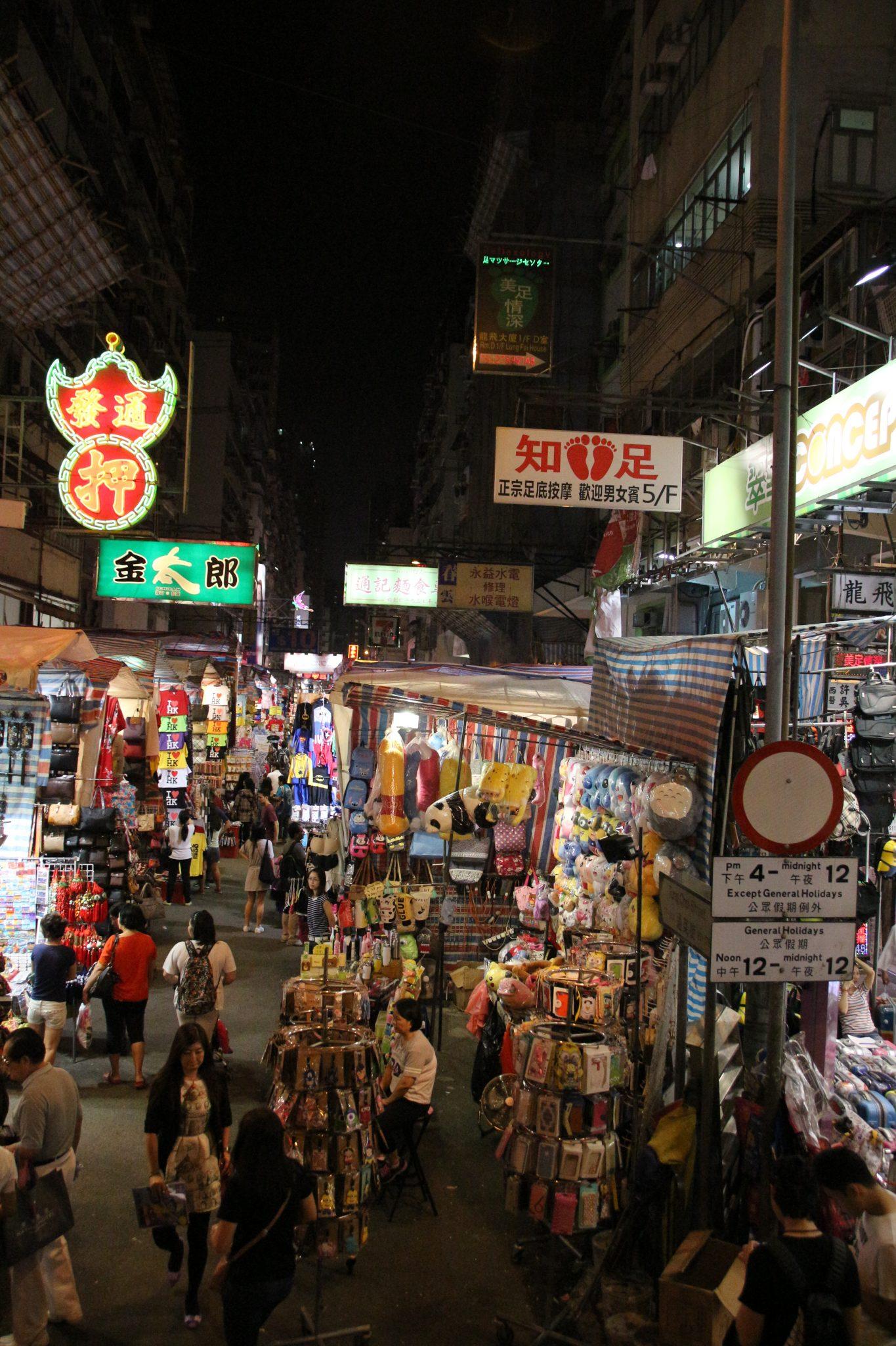 Night market on Kowloon evening bus tour