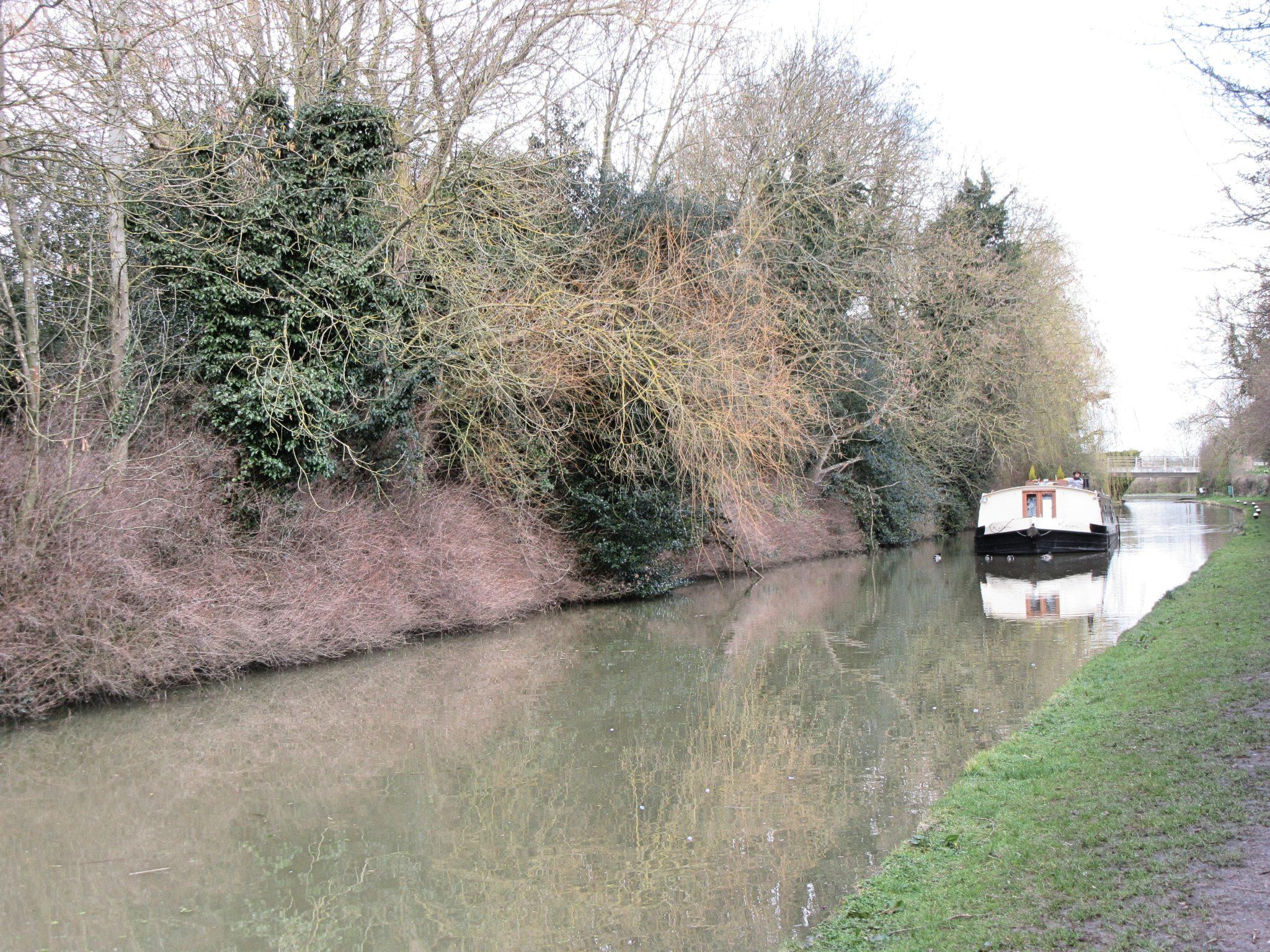 Hotel Boat Kailani sailing the canal