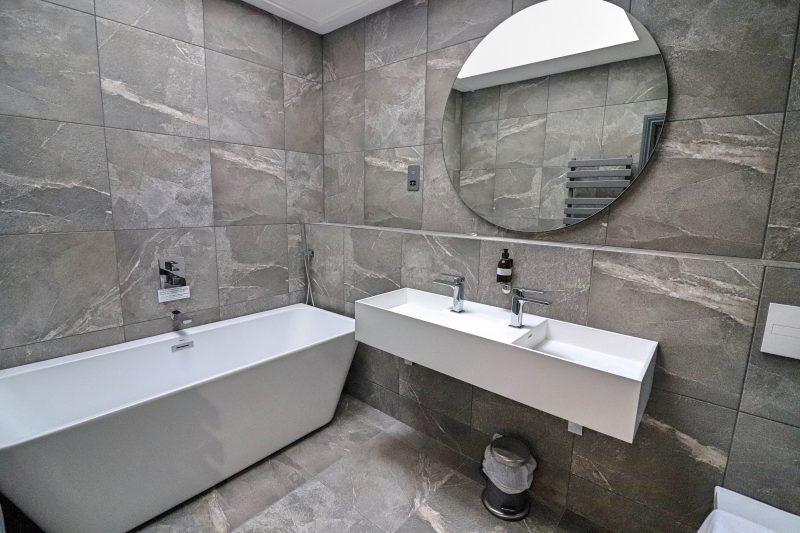 Hideout Hotel Bathroom, Hull