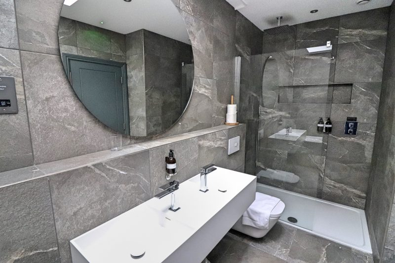 Hideout Hotel Bathroom 2, Hull